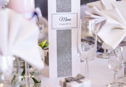 Srebrny wystrój sali weselnej
